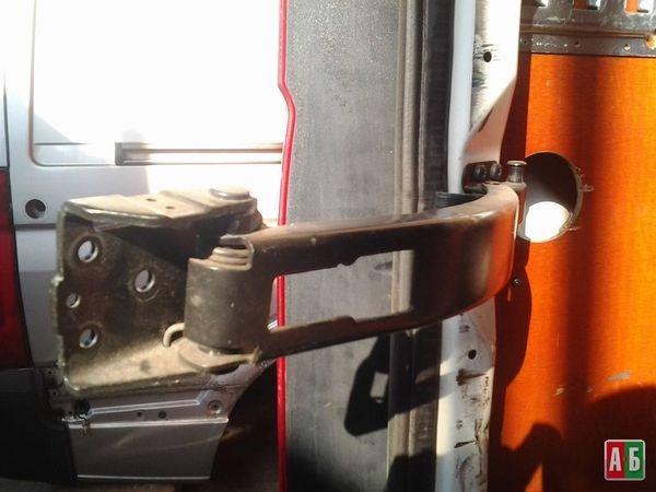 петля двери для Volkswagen Crafter - купить на Автобазаре - фото 3
