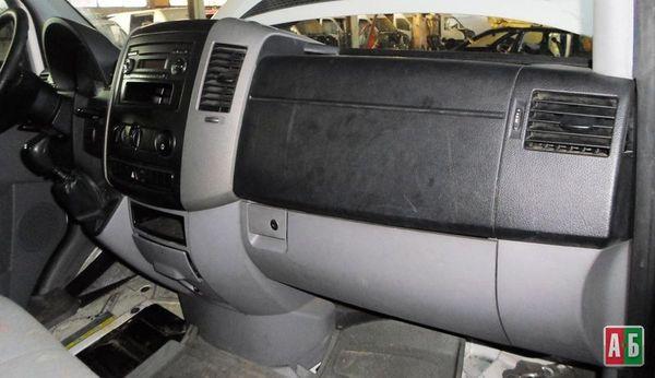 торпедо/накладка для Volkswagen Crafter - купить на Автобазаре - фото 1